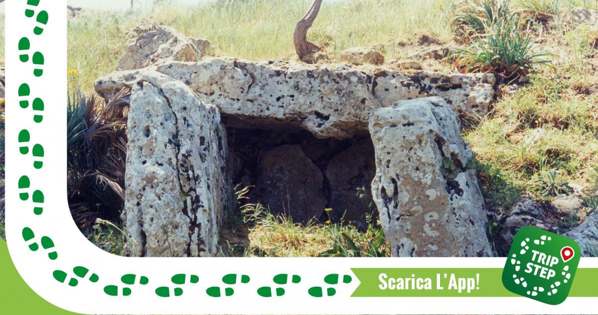 Area archeologica Monte Bubbonia Dolmen foto di Salvatore Piccolo via Wikimedia Commons