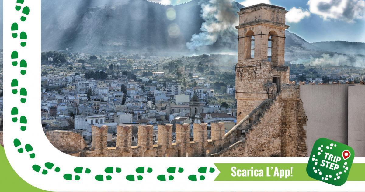 Castello di Carini vista della città dalle mura foto di Giuseppa Di Bella via Wikimedia Commons