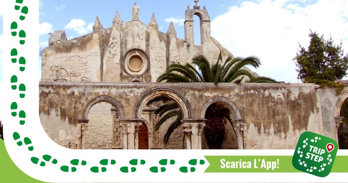 San Giovanni alle Catacombe portale e portico laterale foto di Salvo Cannizzaro via Wikimedia Commons