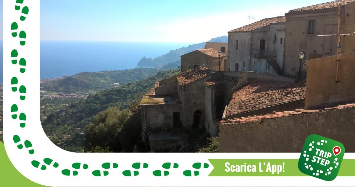 Savoca panorama foto di: Eugenio Nicola Scarcella via Wikimedia Commons