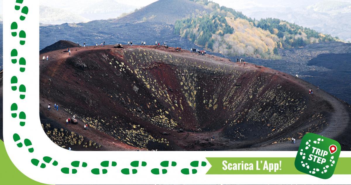 Sentiero intorno ai crateri Silvestri foto di Mstyslav Chernov via Wikimedia Commons