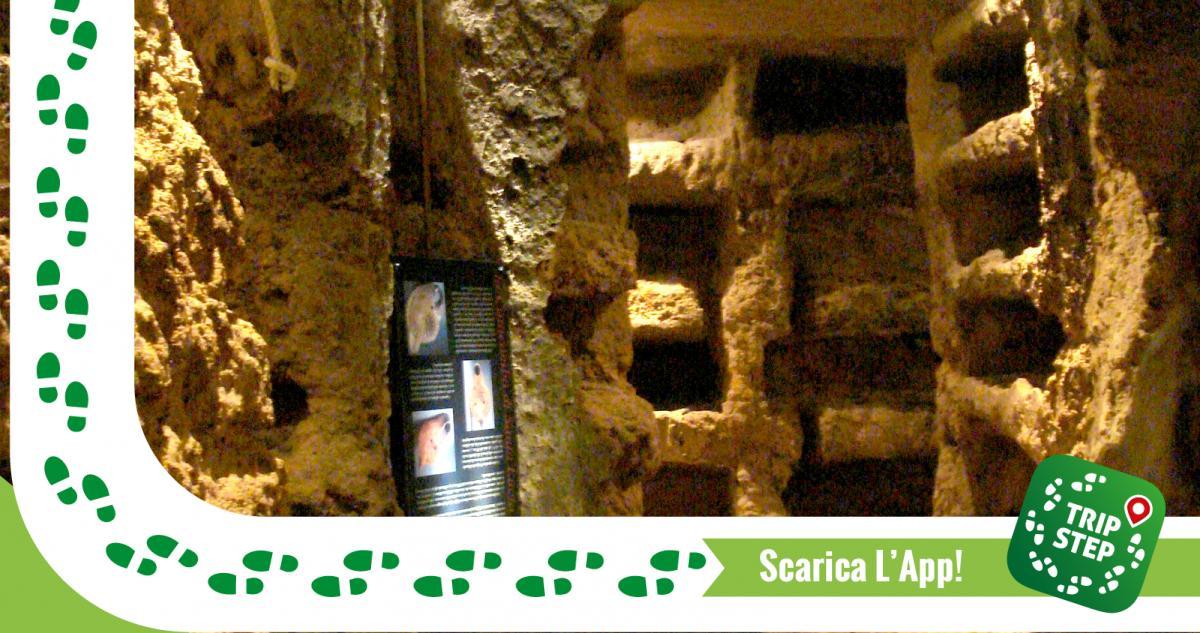 Interno delle catacombe di Santa Lucia foto di Giovanni dall' Orto via Wikimedia Commons
