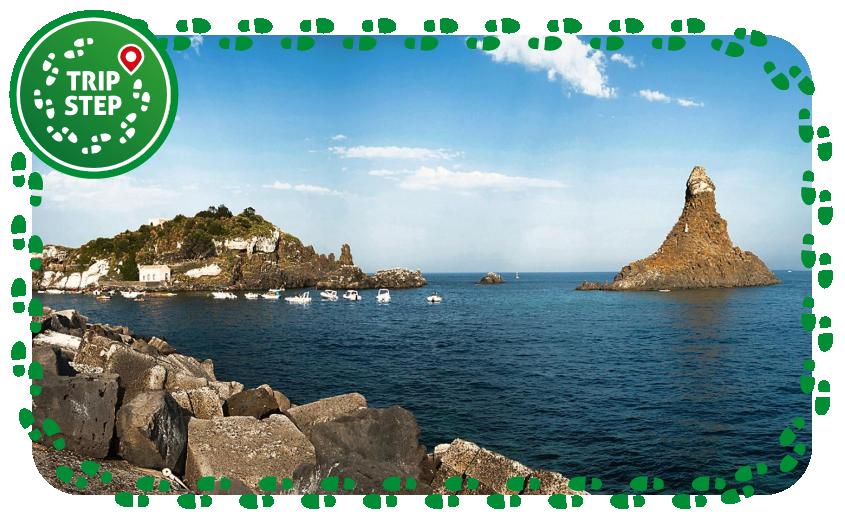 Aci Trezza isola Lachea e faraglione grande foto di: forastico via Wikimedia Commons