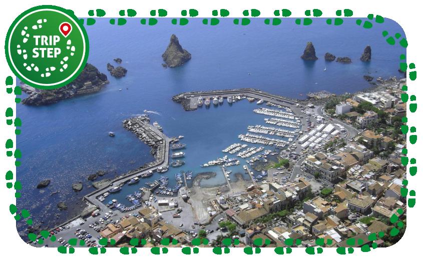 Aci Trezza veduta aerea foto di: Emilioba93 via Wikimedia Commons