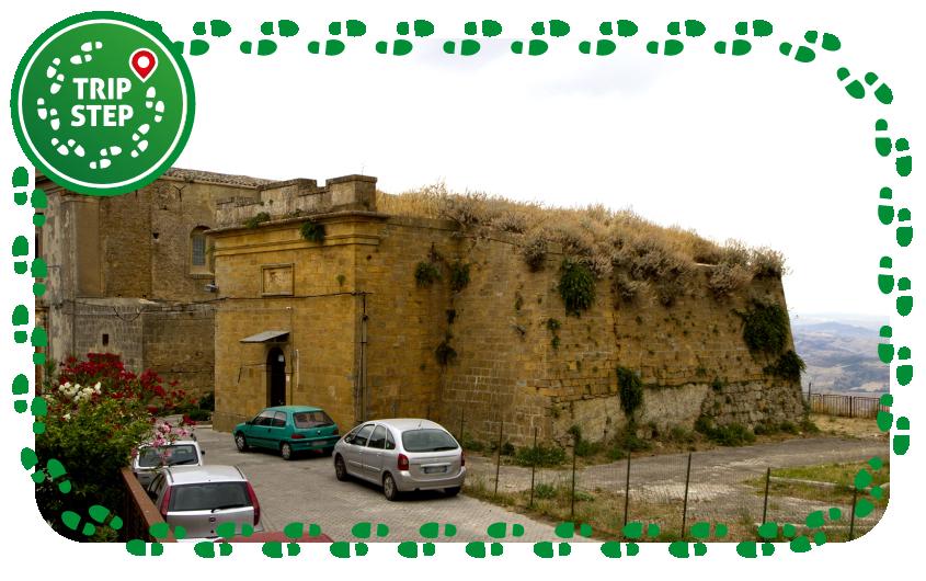 Calascibetta fortificazione normanna foto di trolvag via Wikimedia Commons