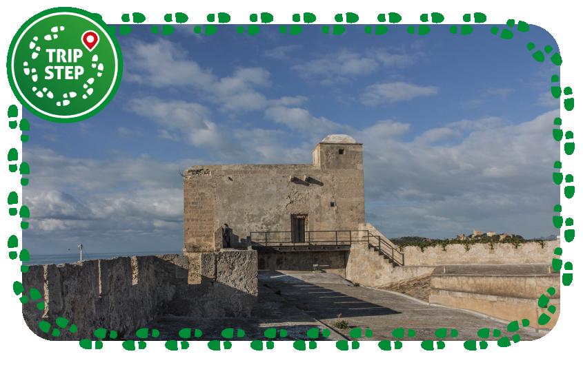 Castel Sant' Angelo sopra le mura foto di Davide Mauro via Wikimedia Commons