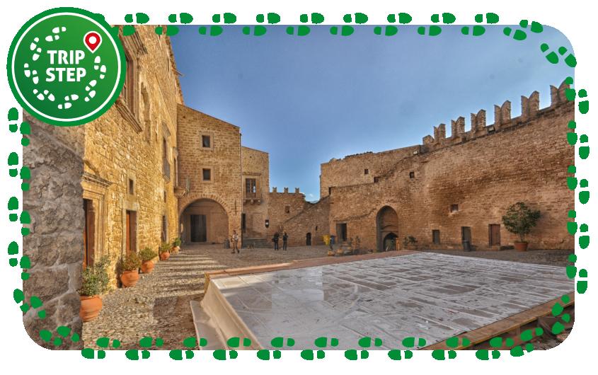 Castello di Carini cortile interno foto di Giuseppa Di Bella via Wikimedia Commons