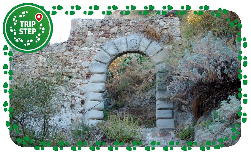 Castello di Petenfur resti di uno degli antichi portali foto di Eugenio Nicola Scarcella via Wikimedia Commons