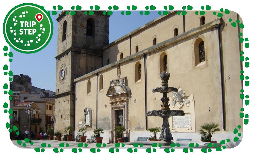 Castroreale piazzale delle Aquile e Duomo via Wikimedia Commons