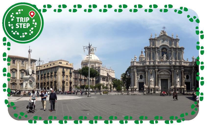 Catania piazza duomo foto di: Lucarelli via Wikimedia Commons