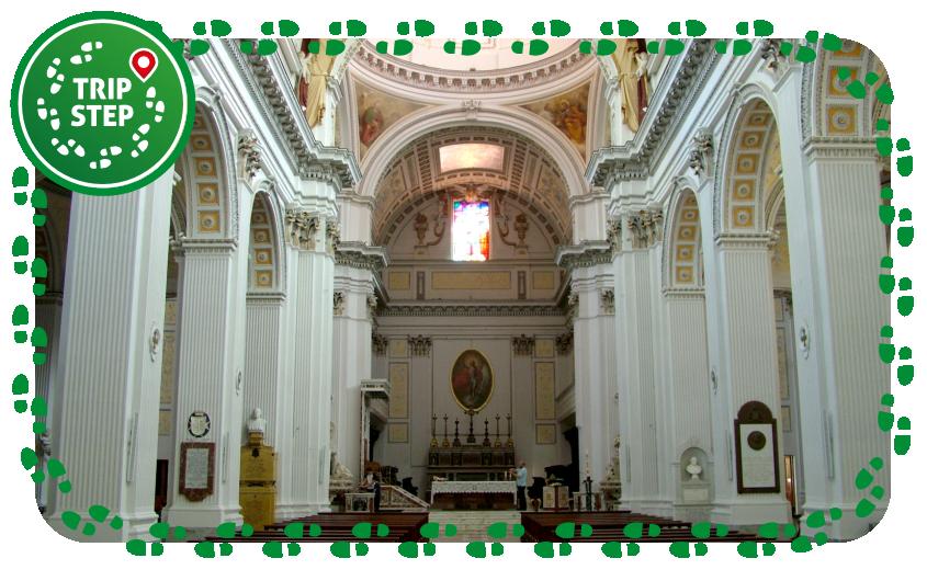 Cattedrale di San Giuliano interno foto di Clemensfranz via Wikimedia Commons