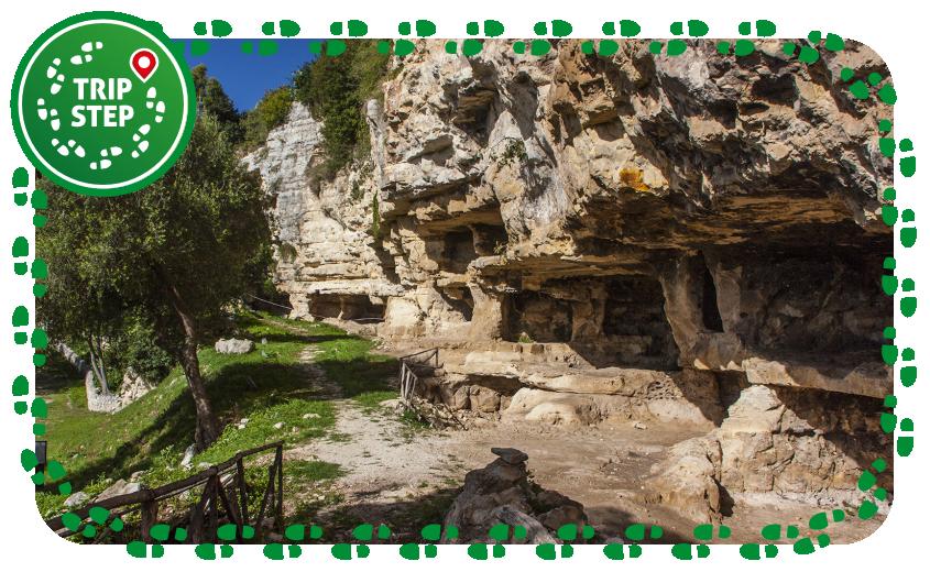 Cava d' Ispica grotte cadute foto di: Davide Mauro via Wikimedia Commons