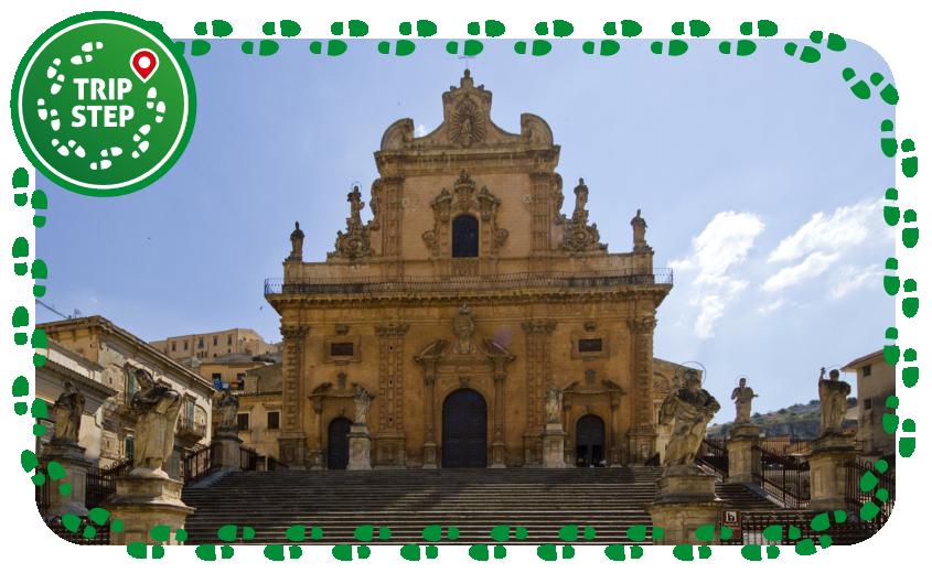 Duomo di San Pietro facciata foto di trolvag via Wikimedia Commons
