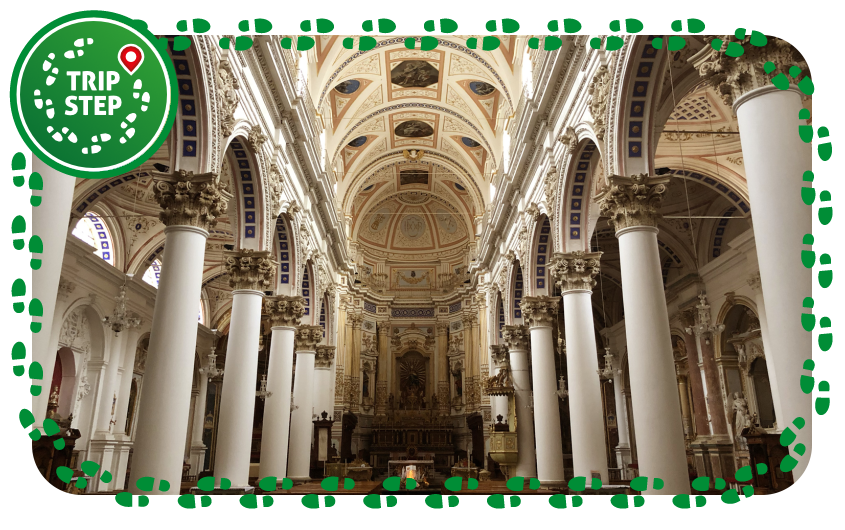 Duomo di San Pietro interno foto di Davide Mauro via Wikimedia Commons