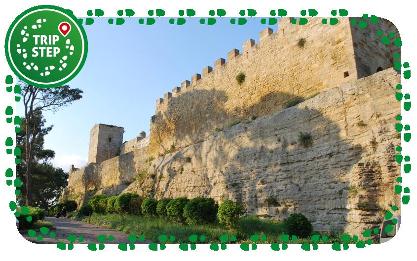 Enna Castello di Lombardia torre della campana foto di: Sweetie candykim via Wikimedia Commons