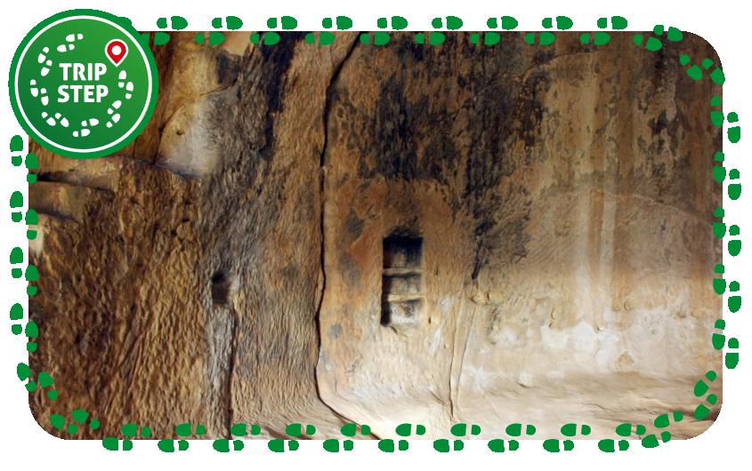 Grotte della Grufa stanza a tholos foto di Davide Mauro via Wikimedia Commons