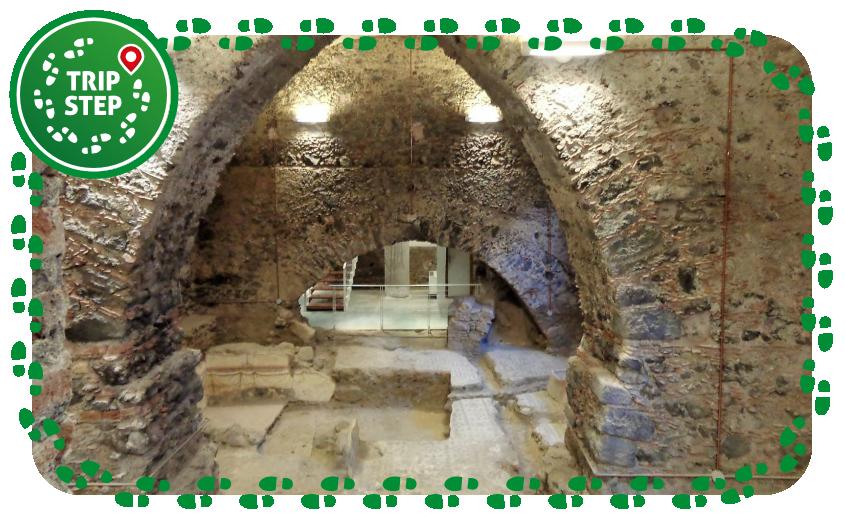 Monastero di San Nicolò la Rena sotterranei con resti domus romana foto di Effems via Wikimedia Commons
