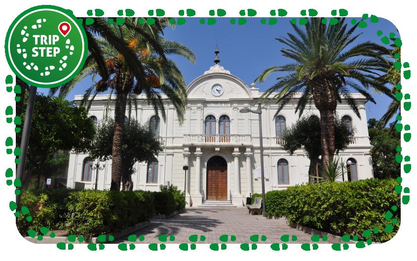 Municipio di Capo d'Orlando foto di Goldmund100 via Wikimedia Commons
