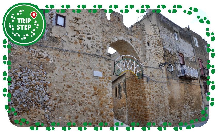 Naro Porta d'Oro antica porta d'accesso alla città foto di Daniele Sorce via Wikimedia Commons