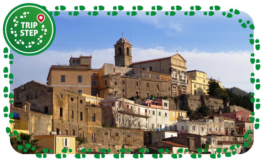 Patti veduta del centro storico e Cattedrale di San Bartolomeo foto di Effems via Wikimedia Commons