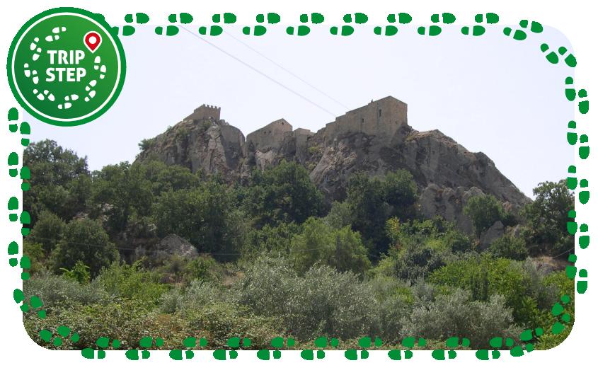 Sperlinga panorama del castello foto di: Archenzo via Wikimedia Common