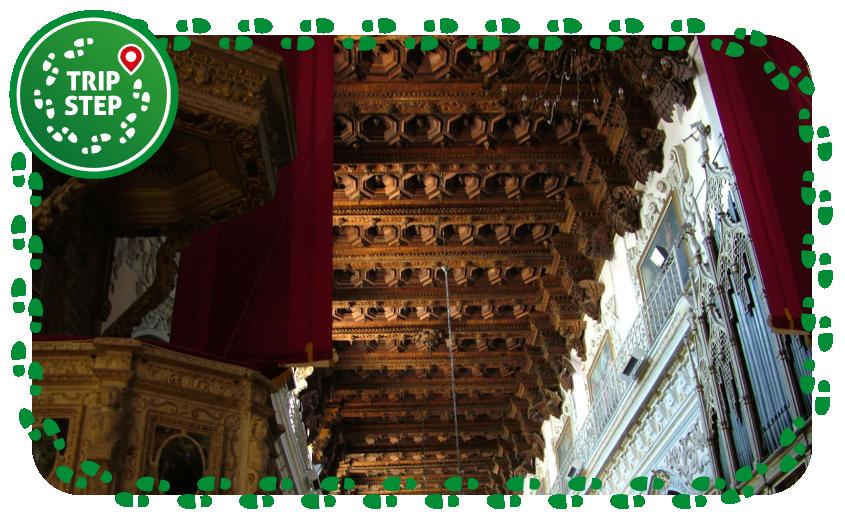 Duomo di Enna soffitto a cassettoni della navata centrale foto di: Clemensfranz via Wikimedia Commons