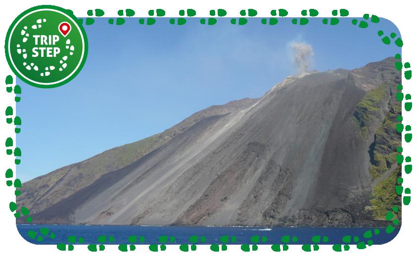 Eolie Stromboli sciara del fuoco e cratere attivo foto di: Delphine Bruyère via Wikimedia Commons