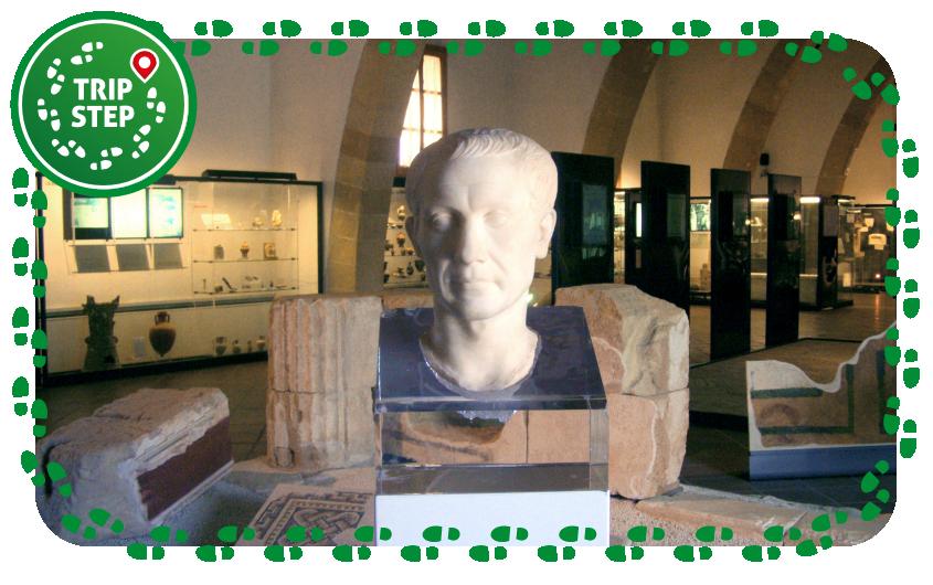 Museo archeologico Baglio Anselmi busto di Giulio Cesare e ritrovamenti di Lilibeo foto di: Otrebla86 via Wikimedia Commons