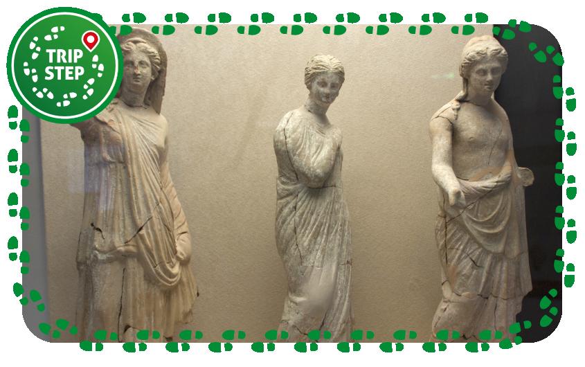 Museo Archeologico di Aidone statuette fittili di Morgantina foto di Davide Mauro via Wikimedia Commons