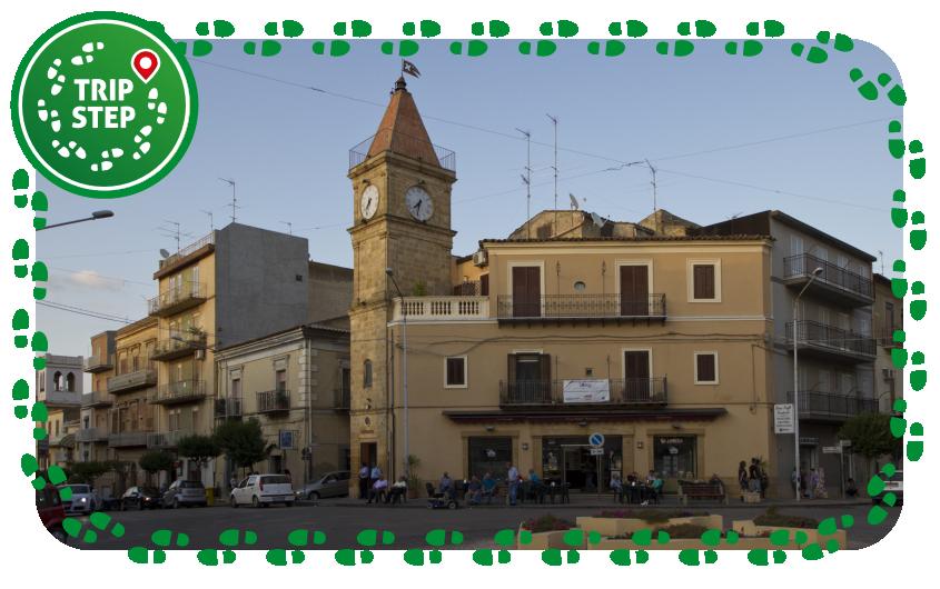Torre dell' orologio in Piazza Vittorio Emanuele foto di trolvag via Wikimedia Commons